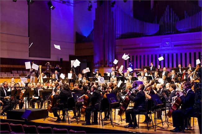 Brussels Philharmonic gooit partituren overboord…